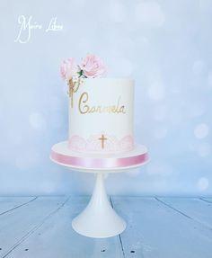 Communion by Maira Liboa Christening, Baby Baptism, Baptism Ideas, Baby Girl Cakes, Kid Cakes, First Holy Communion Cake, Elegant Birthday Cakes, Religious Cakes, Confirmation Cakes