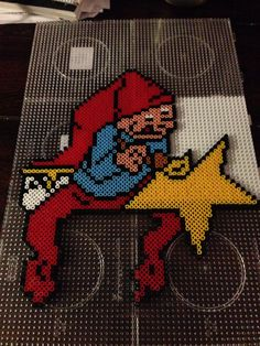 Elf with star - Christmas perler beads - Pattern: https://www.pinterest.com/pin/374291419010791227/