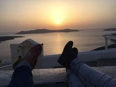 Feet and the sunset in Santorini Santorini Island, Santorini Greece, Greek Islands, Travel Inspiration, Sunset, Eyes, Outdoor, Link, Greek Isles