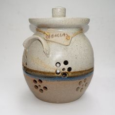 Vintage Handcrafted Ceramic Onion Keeper by Raquel Perez - pinned by pin4etsy.com