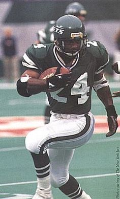 Freeman McNeil In Action At The Meadowlands. New York Jets Football, Nfl Football, Football Helmets, Best Running Backs, Go Browns, Jet Fan, Canadian Football, Best Football Players, Vintage Football