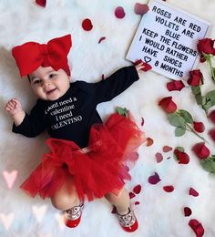 Baby Milestone Photo Idea 8 months photoshoot idea for baby sophie Baby Girl Pictures, 3 Month Old Baby Pictures, Milestone Pictures, 8 Month Old Baby, Monthly Baby Photos, Baby Letters, Baby Girl Photography, Foto Baby, Bbg