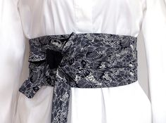 Black White Waist Belt Sash, Japanese   Haute Couture Fabric, Reversible  Obi Belt, Wide wrap, Cotton black white fish waves kimono carp 3d005f433fe