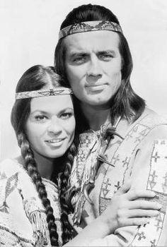 Marie Versini und Pierre Brice (1966) als Ntscho-tschi und Winnetou.