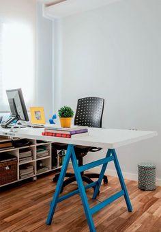 Mesa com Cavalete apenas de um lado - porta