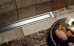 Badeværelse - bruseområde med linjeafløb med rist og ramme i massivt rustfri stål. unidrain®: HighLine
