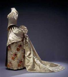 Tweedelige baljapon bestaande uit lijfje en rok (1886) het Huis Worth. Inventarisnummer 24808/001-002