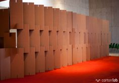 Biombo de cartón exposición en Minateda diseñada por Cartonlab. Cardboard screen for exhibition at Minateda desgined by Cartonlab.