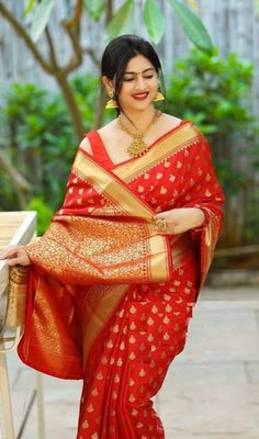 #salwarsuit #salwarsuits #SalwarSuitOnline #salwarsuitmaterial #salwarsuitspartywear #salwarsuitneckdesigns Sarees For Girls, Gowns For Girls, Bollywood Designer Sarees, Bollywood Fashion, Bollywood Style, Designer Silk Sarees, Red Saree, Saree Look, Saree Blouse