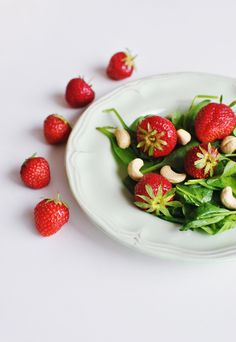 strawberry salad with spinach