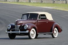 1940 Ford Deluxe 2-Door Convertible Club Coupe