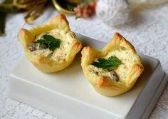 COSULETE APERITIV CU SOMON AFUMAT Romanian Food, Romanian Recipes, Baked Potato, Cantaloupe, Seafood, Potatoes, Cooking Recipes, Baking, Ethnic Recipes