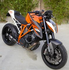 KTM Superduke 1290... I really want one of these!