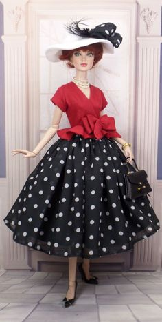 Barbie Gowns, Doll Clothes Barbie, Dress Up Dolls, Vintage Barbie Dolls, Barbie Dress, Fashion Royalty Dolls, Fashion Dolls, Barbie Sewing Patterns, Beautiful Barbie Dolls