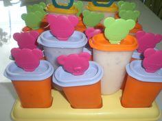 Šlehačku vyšleháme, přidáme cukr, zakysanou smetanu, tvaroh a nesekané lentilky nebo rozmačkané ovoce. Dáme do tvořítek na zmrzlinu a zamrazíme...