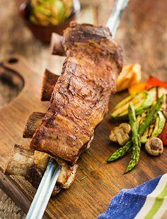 Churrasco de costela em tiras no espeto por Academia da carne Friboi