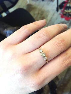 Moissanite drei steinerne Verlobungsring 14 k gold von Oore auf Etsy