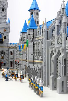 Time to go back to the Middle Ages - Lego Castle – How to build it Chateau Lego, Lego Burg, Lego Structures, Lego Knights, Amazing Lego Creations, All Lego, Lego Design, Lego Worlds, Lego Architecture