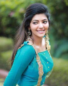 Athulya Ravi cute in Blue dress - Cinevattaram Hollywood Actress Photos, Hollywood Heroines, Indian Actress Photos, South Indian Actress, Indian Actresses, Beautiful Girl Photo, Beautiful Girl Indian, Beautiful Indian Actress, Beautiful Saree