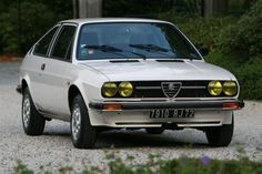 Alfa Romeo Sprint Veloce 1.5 #alfa #alfaromeo #italiandesign Car Photos, Car Pictures, Alfasud Sprint, Classic European Cars, Maserati, Ferrari, Alfa Alfa, Hatchback Cars, Abandoned Train