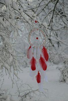 #dreamcatcher #red #nature #boho #gypsydreamcatcher #bohodreamcatcher #hippiedecor #hippie #nurserydreamcatcher #nurserydecor #heart #winter #red #snow #valentinesday #valentinesgift #gift #giftforgirlfriend