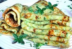 Panquecas de abobrinha com queijo - Food: Zucchini Rezepte - Delicious Pancakes Veggie Recipes, Low Carb Recipes, Vegetarian Recipes, Dinner Recipes, Healthy Recipes, Zucchini Cheese, Cheese Pancakes, Zucchini Pancakes, Soul Food