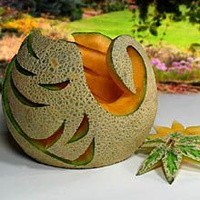 John Poon - Collection of photographs, graphic designs and vegetable garnishes - Fruit and Vegetable Garnishes Veggie Art, Fruit And Vegetable Carving, Deco Fruit, Veggie Display, Fruit Wedding Cake, Bite Size Food, Food Sculpture, Mango, Food Carving