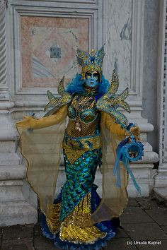Venice Carnival Costumes, Venetian Carnival Masks, Carnival Of Venice, Venice Carnivale, Mermaid Swimsuit, Mermaid Outfit, Mask Face Paint, Costume Venitien, Venice Mask