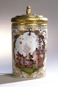 Tankard; porcelain with gilded silver lid Meissen, 1726, and Copenhagen, 1736 H. without lid: 16.6 cm, W:15.5 cm