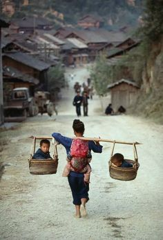 """fotojournalismus: Guizhou, China Kazuyoshi Nomachi (A well traveled woman) """"I am woman, hear me roar"""" I won't be complaining about taking my kids places after seeing this. fotojournalismus: Guizhou, China Kazuyoshi Nomachi - A well traveled woman Cultures Du Monde, World Cultures, Wonders Of The World, In This World, Beautiful World, Beautiful People, Beautiful Pictures, People Around The World, Around The Worlds"""