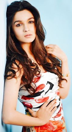 Alia Bhatt has done new photoshoot for her new movie. She look more cute in short sexy dresses. Have a look Alia Bhatt 25 Photos. Bollywood Heroine, Beautiful Bollywood Actress, Beautiful Indian Actress, Beautiful Actresses, Beautiful Ladies, Bollywood Girls, Bollywood Stars, Bollywood Fashion, Indian Celebrities