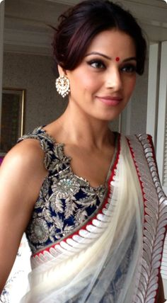 Bipasha in gorgeous Anamika Khanna #Saree