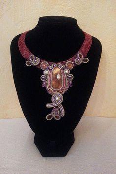 Halskette aus gehäkeltem Draht mit Soutache Element  von BeadStArt