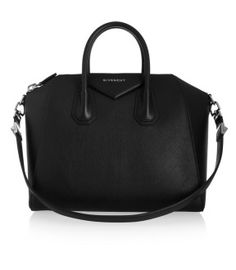 Bag oder Big love - die Suche nach der ultimativen Allrounder-Tasche Fashion- und Lifestyleblog www.viennafashionwaltz.com Givenchy Antingona Black