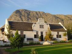 Keerwerder - The farm was the very first to be allotted to a European in the Franschhoek Valley by the Dutch East India Company. It was granted to Henrich Mòllern in 1692 by Simon van der Stel. Mòllern came from Basle in Switzerland.