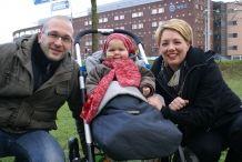 """Van het een op het andere moment stond het leven van de familie Kristmann uit Apeldoorn op zijn kop. Hun jongste telg Marit was net 1 jaar oud toen ze naar het ziekenhuis ging voor het verwijderen van haar neusamandelen. """"Na de operatie kreeg ze een bloeding"""", vertelt moeder Krista. """"Haar bloed stolde niet. Ze moest met spoed naar de operatiekamer."""" >> Lees het hele verhaal op: http://www.kinderfonds.nl/huis-utrecht/het-huis/ouders-vertellen/familie-kristmann#sthash.tdwF9Nnx.dpuf"""