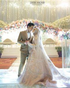 Kebaya Wedding, Muslimah Wedding Dress, Muslim Wedding Dresses, Wedding Dress Trends, Wedding Party Dresses, Bridal Dresses, Hijab Bride, Pre Wedding Poses, Wedding Couple Poses
