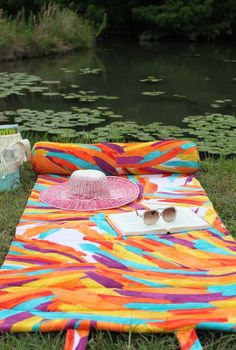 How to make a cushioned #DIY beach towel roll!