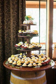Nothing Bundt cakes Diy Wedding Deco, Cheap Wedding Decorations, Wedding 2017, Wedding Ideas, Wedding Brunch Reception, Wedding Catering, Reception Ideas, Wedding Cakes With Cupcakes, Party Cakes