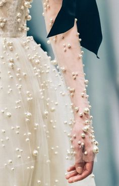 Reem Acra the allure of glamour Couture Details, Fashion Details, Look Fashion, Fashion Design, Net Fashion, Fashion Beads, Fashion Pics, Fashion Hair, Runway Fashion