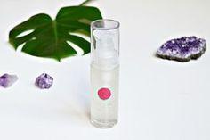 Faire son sérum visage hydratant anti âge maison c'est facile! Découvrez dans cet article une recette à base d'huiles essentielles et d'acide hyaluronique.