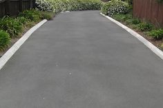New landscaping driveway edge curb appeal ideas Blacktop Driveway, Asphalt Driveway, Driveway Edging, Driveway Entrance, Driveway Ideas, Mailbox Landscaping, Landscaping Supplies, Landscaping Ideas, Landscape Concept