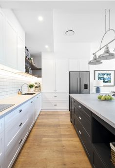 A dated kitchen and dining space is transformed into a beloved Hamptons haven with dark blue and white kitchen island, white subway tiles and timber floors. #hamptons #hamptonstyle #hamptonskitchen #coastalkitchen Hamptons Style Homes, Hamptons House, The Hamptons, Beautiful Kitchen Designs, Beautiful Kitchens, Hamptons Kitchen, Renovation Budget, White Kitchen Island, House Inside