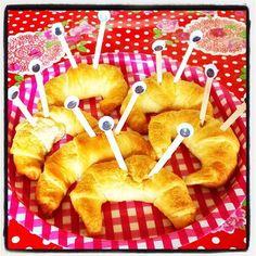 #zelfgebakken #croissant #krabbetjes #wiebeloogjes #lekkermakkelijk #traktatie #morgenjarig #8jaar #feest #uitdelen