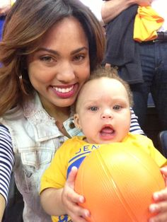 Ayesha and Riley Curry Stephen Curry Family, The Curry Family, Stephen Curry Ayesha Curry, Nba Stephen Curry, Gold State Warriors, Riley Elizabeth Curry, Ryan Curry, Stephen Curry Basketball, Stephen Curry Pictures