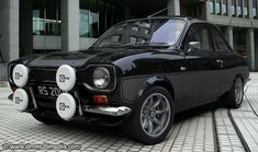 Escort MK1 RS2000 in gloss black with contrasting silver RS stripes