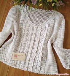 Best chunky crochet sweater pattern free This 12 months, I've challenged myself to maneuver out of my comfort zone of crochet footwear, afghans and scarves to design additional sweaters and c. Gilet Crochet, Crochet Cardigan Pattern, Crochet Jacket, Chunky Crochet, Crochet Blouse, Knit Crochet, Crochet Stitch, Free Crochet, Crochet Capas
