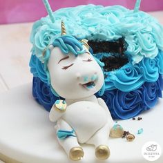This Fat Unicorn Cake Might Just Be The Cutest Thing You'll See All Year - Cupcake, Cake, Cookies & more - Pastel De Torta Fat Unicorn, Unicorn Foods, Unicorn Cakes, Unicorn Birthday Parties, Unicorn Party, Beautiful Cakes, Amazing Cakes, Savoury Cake, Cute Cakes