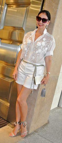 Satan ribbon on shoes; Miami Fashion for How to wear shorts over 40 Miami Fashion, Trendy Fashion, Fashion Outfits, Fashion Trends, Petite Fashion, Mode Outfits, Fashion Black, Fashion Fashion, Fashion Ideas