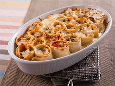 Hauskannäköinen tortillavuoka houkuttelee lapset ruokapöytään, mutta maistuu isommillekin ruokailijoille vaikkapa illanistujaisissa.
